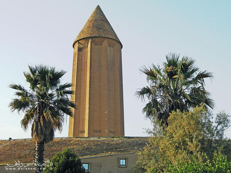یکی از شاهکارهای معماری قدیم ایرانیان برج گنبد کاووس است.