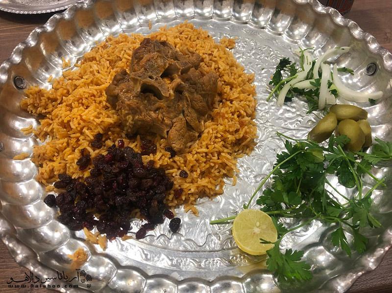 چکدرمه از غذاهای مشهور و خوشمزه ترکمن صحرا است.