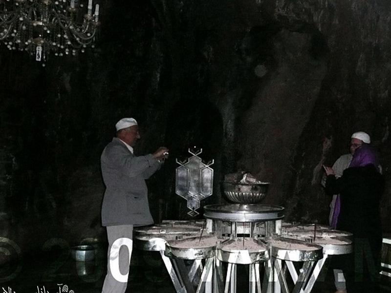 نیایشگاه پیر سبز چک چک هر ساله در تاریخ 24 تا 28 خرداد محل گردهمای زرتشتیها و حتی برگزاری مراسم عروسی است.