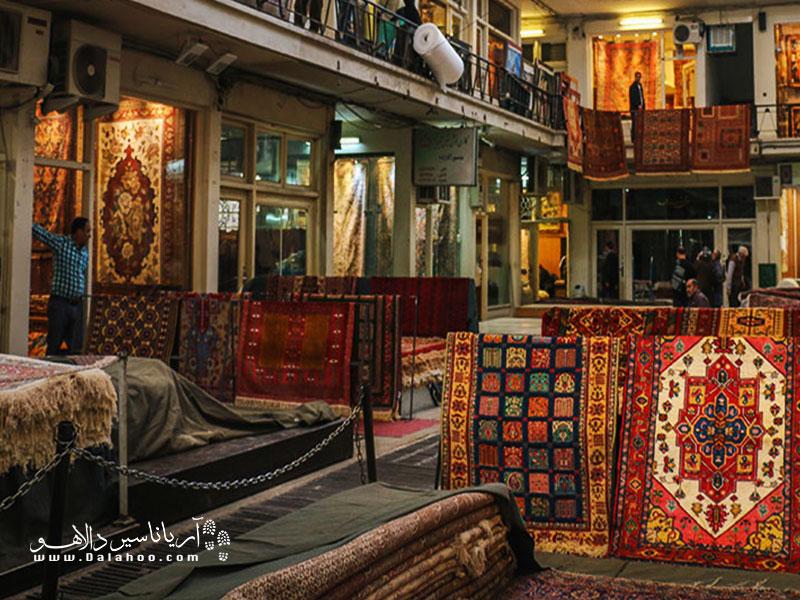 خرید مطمئن و دلچسب برای گردشگران خارجی در بازار بزرگ تهران.