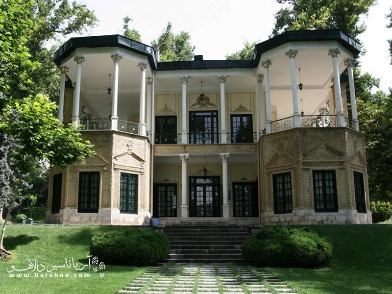 مجموعه کاخ نیاوران مجموعهای از کاخهای متعدد زیباست.