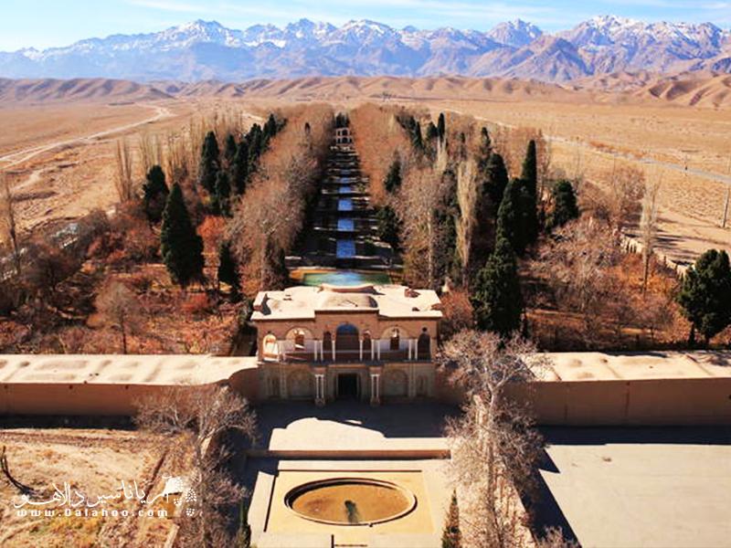 بیشتر مناطق ایران گرم و خشک هستند. ایرانیان با استفاده از قنات توانستهاند نیاز خود به آب را رفع و صحراهای خشک را آباد کنند.