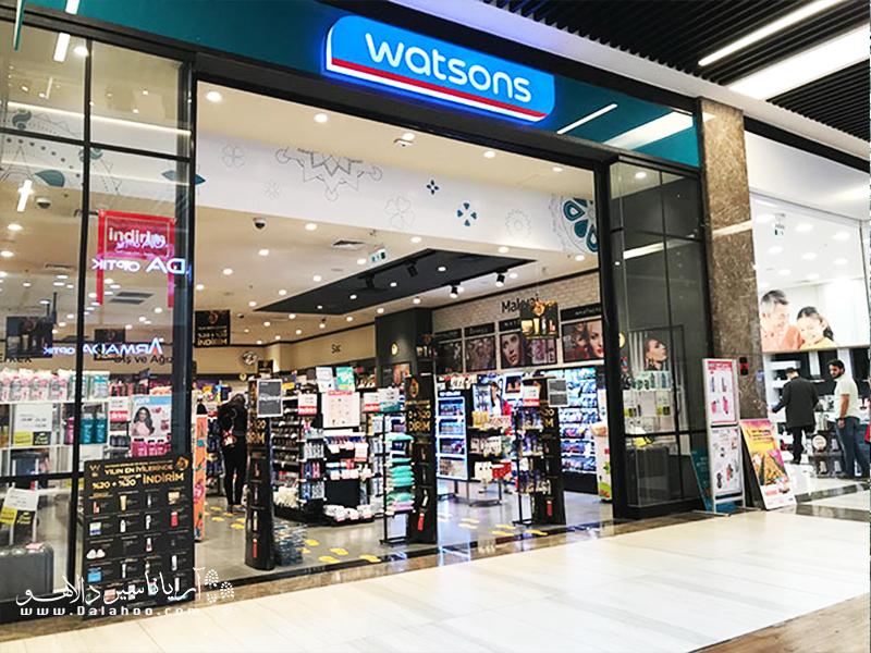 رقابت شدید بین فروشگاه گراتیس و واتسون وجود دارد.