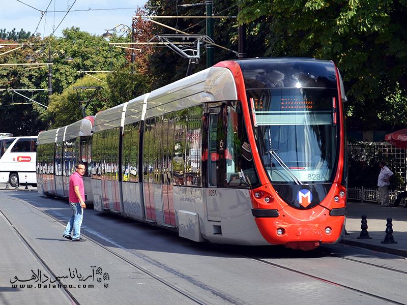 قطارهای کابلی در سطح شهر.