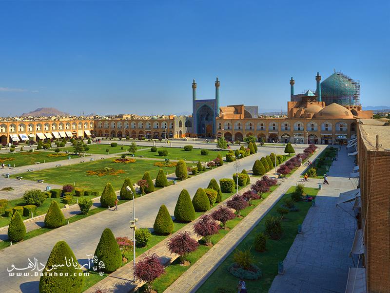 میدان نقش جهان، در زمان شاه عباس صفوی ساخته شد.