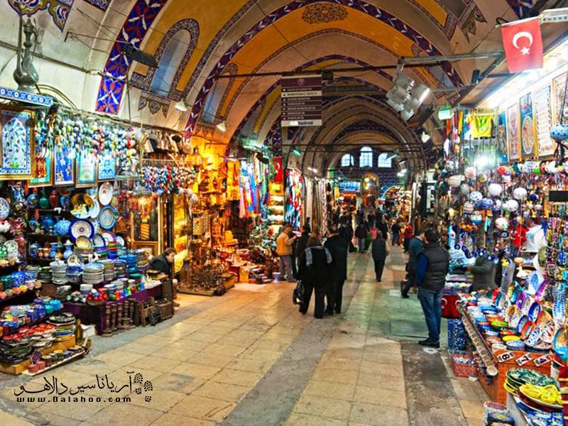 حال و هوای خرید در بازار بزرگ ترکیه خیلی رنگارنگ است.