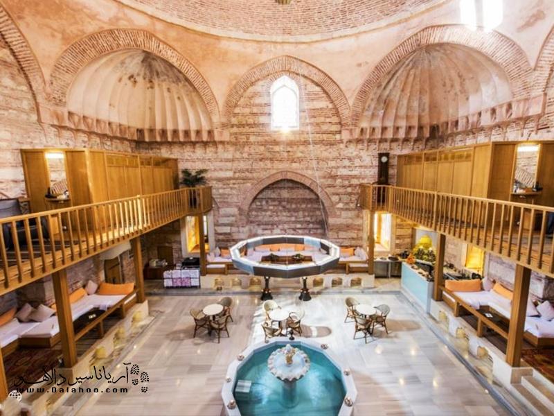 حمامهای ترکی معروف استانبول فرصتی منحصر به فرد برای غرق شدن در تاریخ، معماری، آب گرم و کف صابون را همزمان برایتان فراهم میکنند.