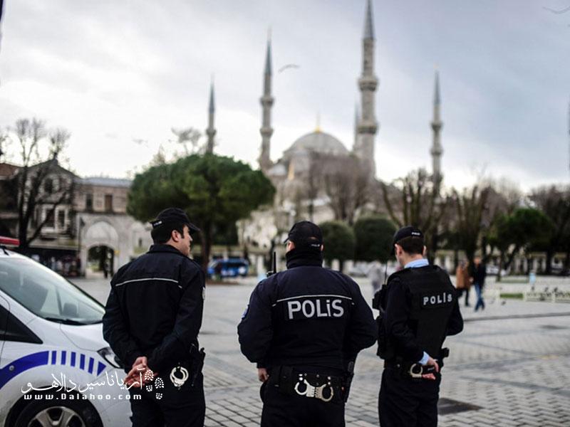 پلیسها در ترکیه ضامن امنیت شما هستند.
