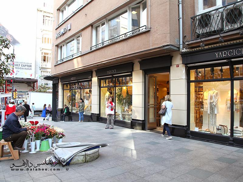 منطقه نیشانتاشی پر از مغازههای برندهای معروف است.