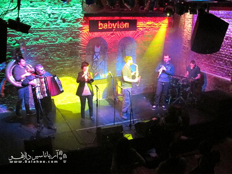 بابیلون، پر از برنامههای جذاب موسیقی است.
