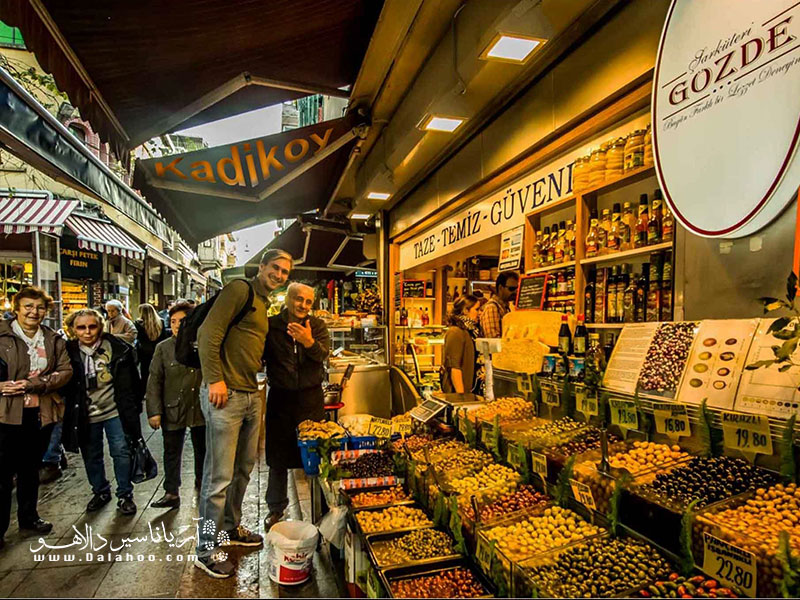 بازار کادیکویی، بازارغذاهای تازه در شهر استانبول است.