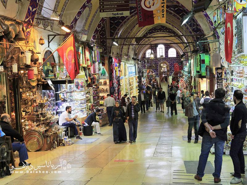 بازار استانبول پر از حس زندگی است.