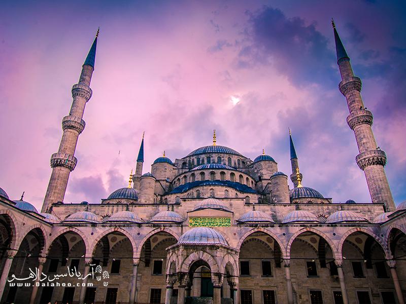 در سفر به استانبول بازدید از مسجد آبی را از دست ندهید.