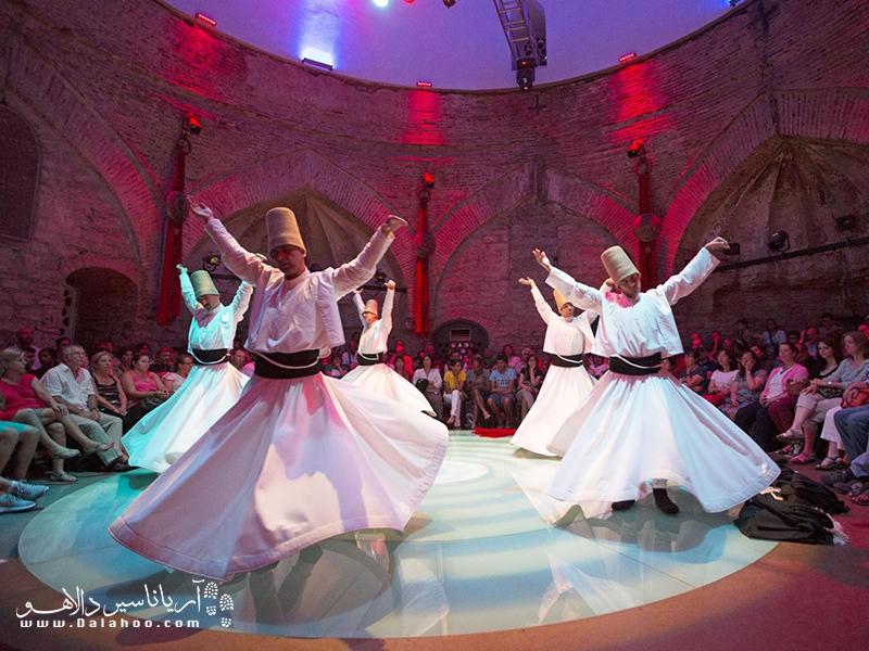 تماشای مراسم زیبای رقص سماع شما را به شور میآورد.