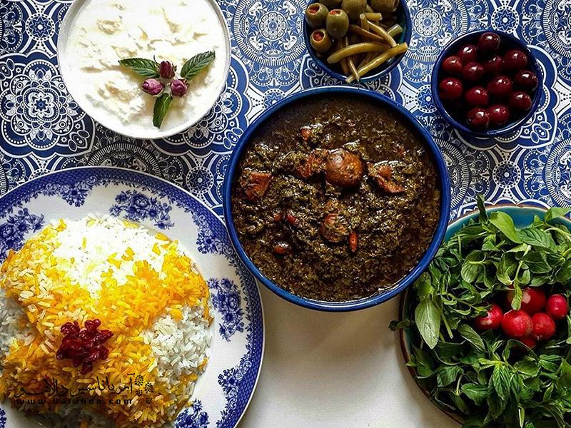 قرمه سبزی غذای محبوب سفرههای ایرانی.