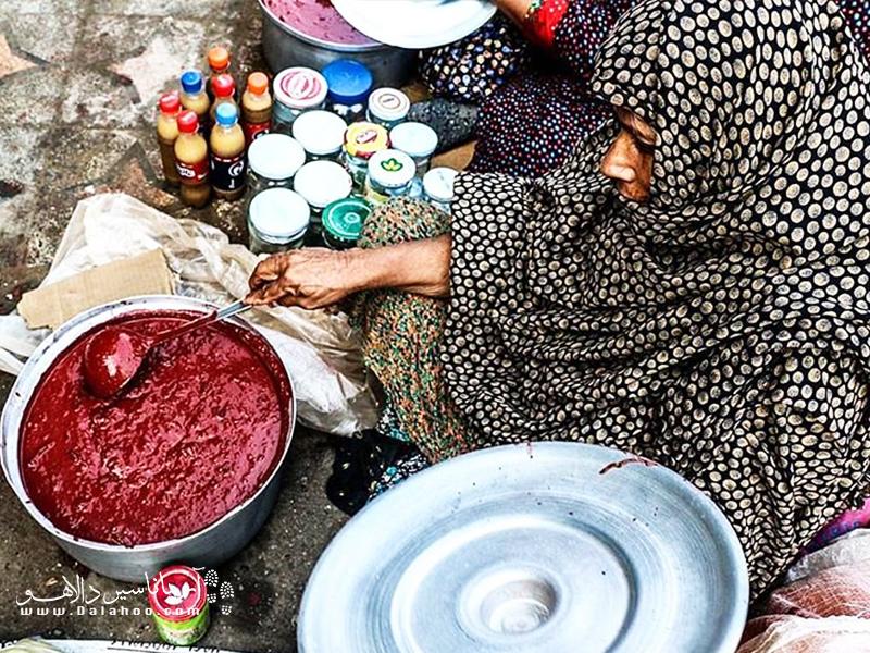 سوراغ نوعی سس قرمزرنگ است که برای طبخ غذا از آن استفاده میکنند.