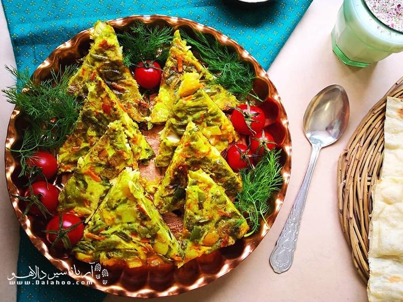 از ترکیب لوبیاسبز، گوشت، هویج، تخممرغ و زعفران نیز کوکوی بسیار خوشمزهای به دست میآید.