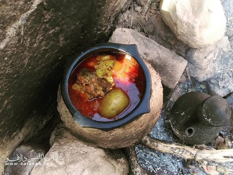 دیزی یکی از غذاهای محبوب مردم تبریز است.