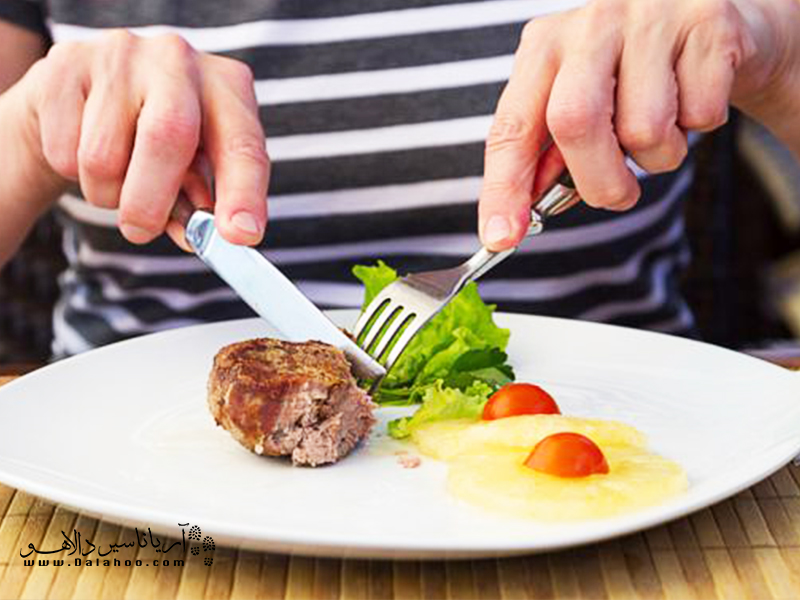 فرهنگ استفاده از چاقو در هنگام غذا خوردن در روسیه.