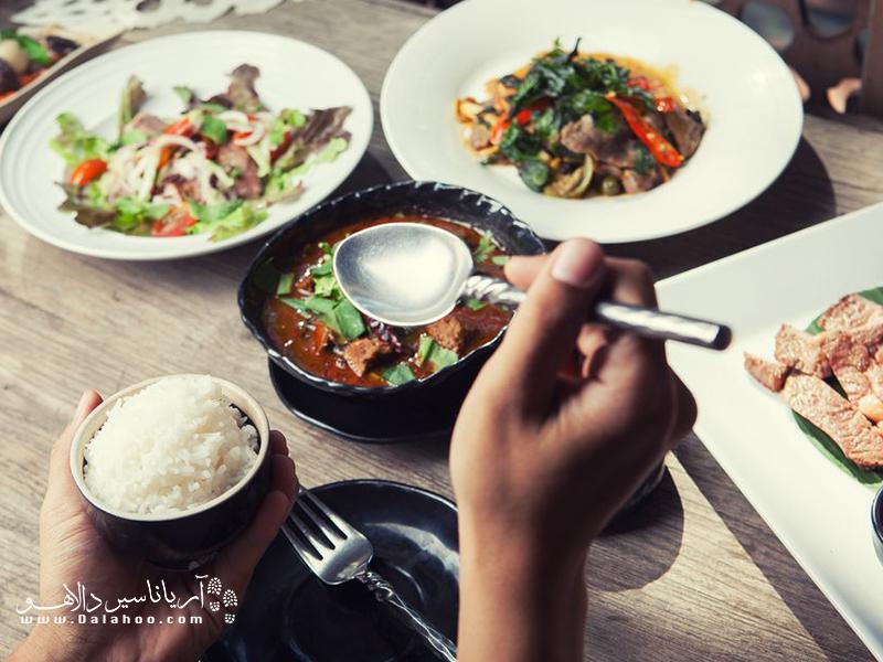 غذا خوردن با دست راست در کشورهای مسلمان.