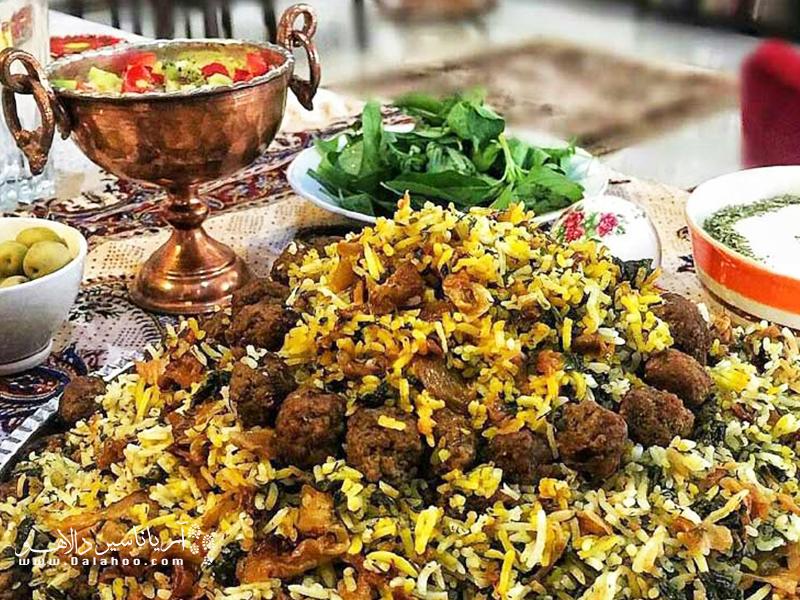 از هرچه بتوان گذشت از کلم پلوی شیرازی نمیتوان گذشت.