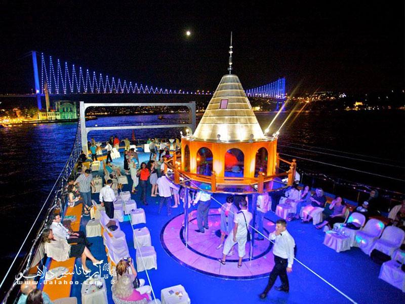 کشتیهای تفریحی استانبول یکی از پرطرفدارترین تفریحات است.