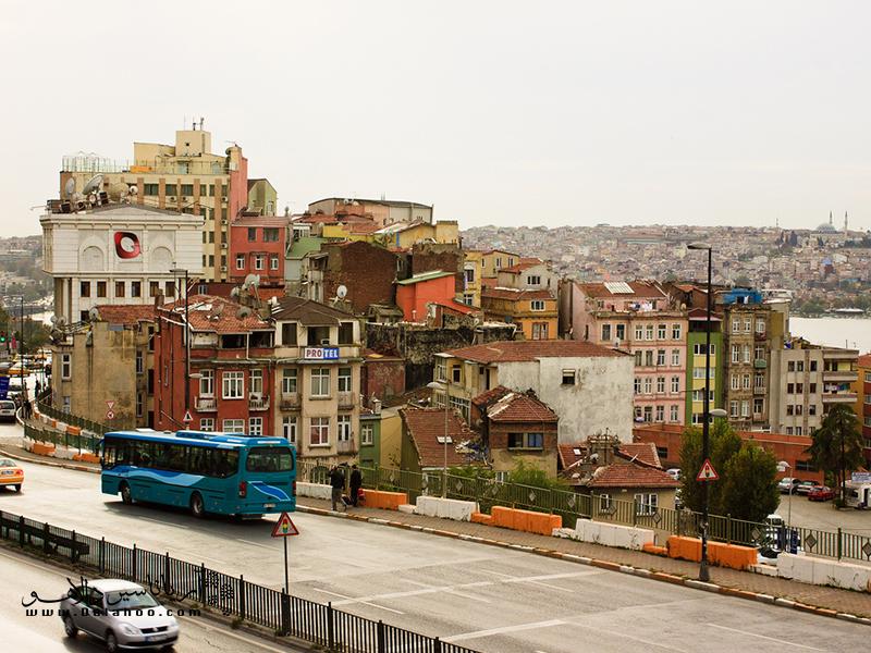 محله بی اُغلو در بخش اروپایی استانبول واقع است.