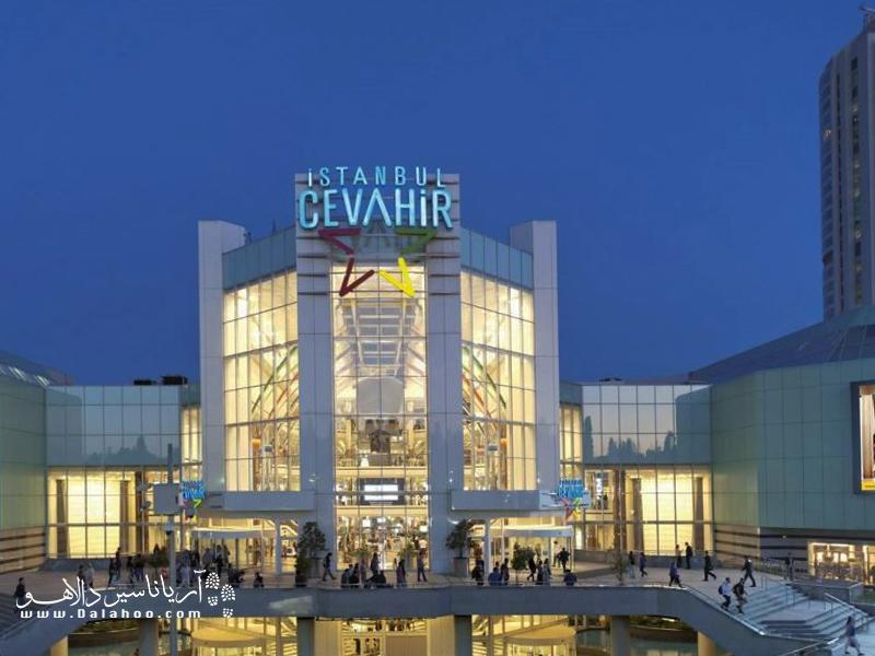 در مرکز خرید جواهر بیش از 300 مغازه از برندهای معروف پوشاک ترک، امریکایی یا اروپایی وجود دارد.