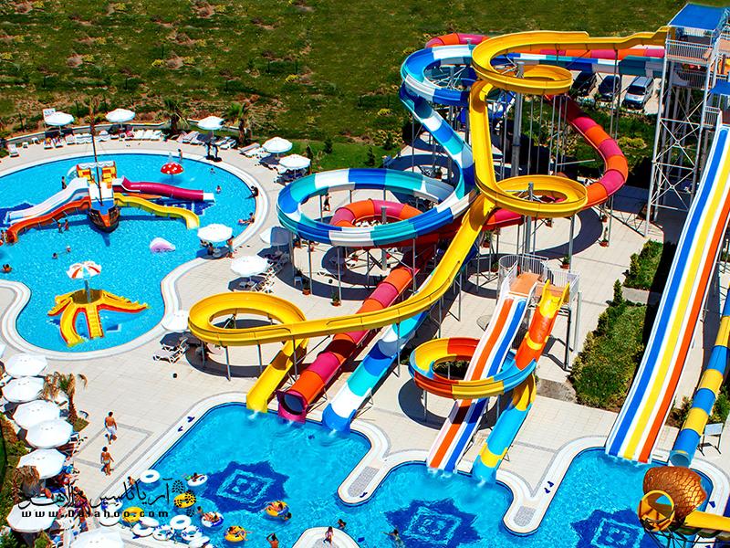 2 سال بعد از پارک آبی مارینا در استانبول، پارک آبی دلفین یا آکوآ کلاب دلفین در سال 2001 افتتاح شد.