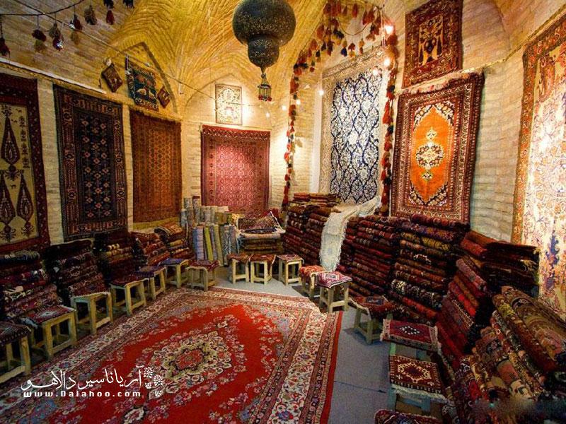 نقشها و رنگهای جذاب و گرم قالیچههای ترک توجه هر گردشگری را به طرف خودش جلب میکند.