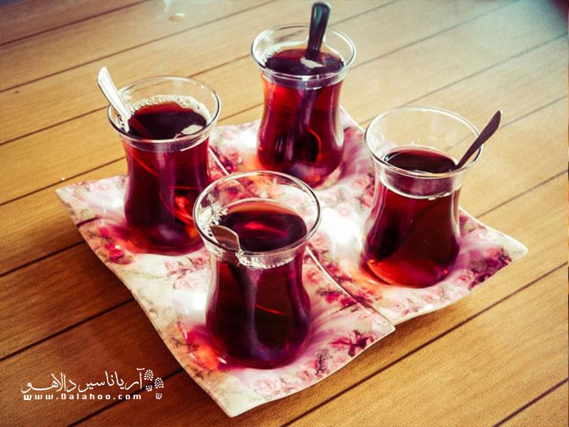 یک بسته چای ترک را با خودتان به ایران بیاورید تا طعم سفر دلچسبتان به استانبول یا دیگر شهرهای ترکیه را جاودانه کنید.
