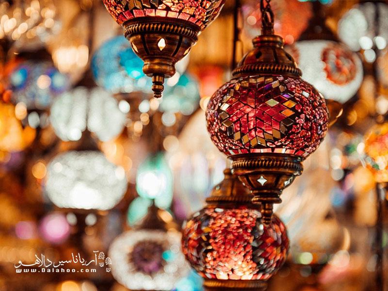 روشنایی رنگینی که سر مخروطی شکلی دارند، از هدایا و یادگاریهای معروف ترکیه هستند.