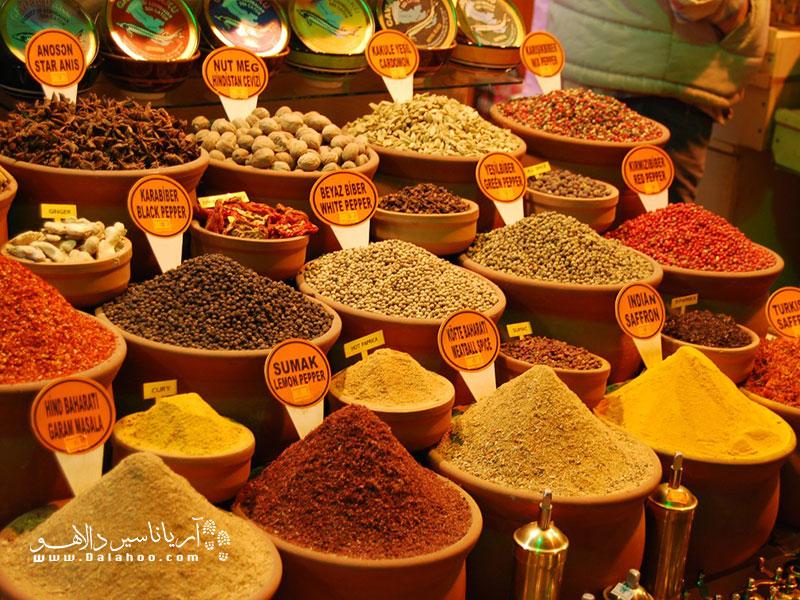 از انجایی که ادویه در تهیه غذاهای ترکی بسیار دارای اهمیت است، ترکها ادویههای بسیار مرغوبی دارند.