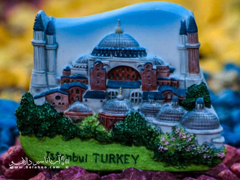 نمادهای معروف شهر استانبول یا دیگر شهرهای ترکیه میتواند انتخاب خوبی برای یک یادگاری ماندگار از سفرتان باشد.