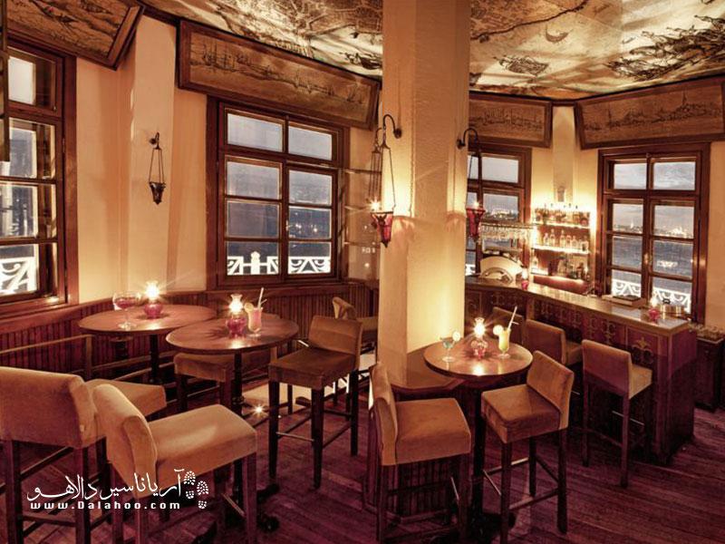 چشم انداز بینظیری که از این رستوران میتوانید ببنید آنقدر رویایی است شما را هم به سرزمین افسانهها میبرد.