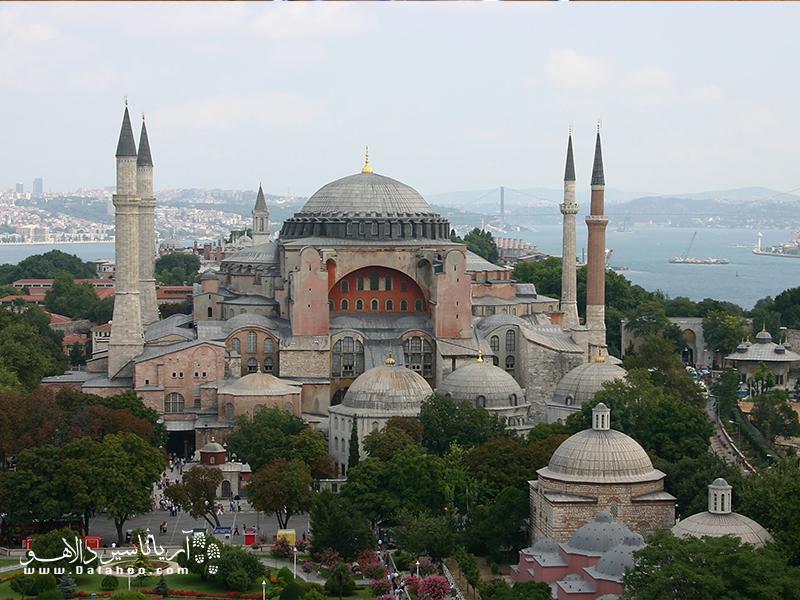 ایاصوفیه، قرنها بزرگترین کلیسای مسیحیت بوده است.