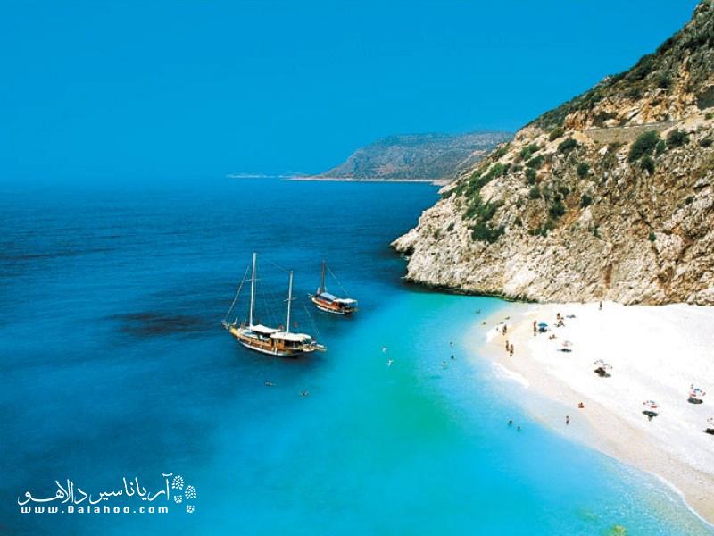 سواحل ترکیه در دنیا مشهور است: ترکیبی از نور گرم خورشید، شنهای نرم و آبهای نیلگون.