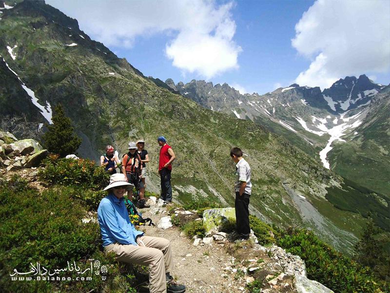 کوههای موجدار کاچکار بین ساحل دریای سیاه و رودخانه چورو قرار گرفته و یکی از مکانهای ایدهآل برای کوهنوردان است.