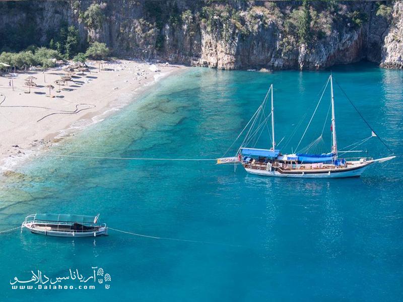 سفر با گولت (قایق بادبانی سنتی از جنس چوب) در بین محلیها به «سفر آبی» معروف است و 4 روز و 3 شب در کنار خط ساحلی فیروزهای در غرب مدیترانه طول میکشد.
