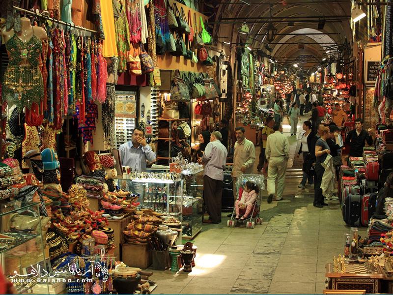 گشتو گذار در بازار بزرگ استانبول را از دست ندهید.