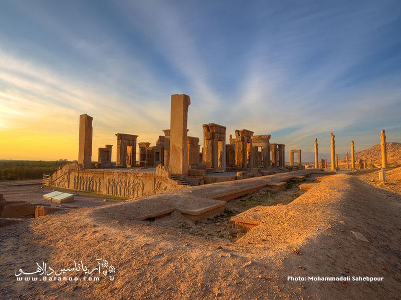 تخت جمشید را میتوان مشهورترین مجموعه از دوران باستان در ایران به شمار آورد