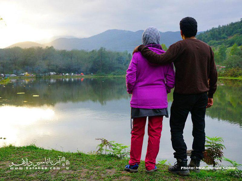زوجی در تور یکروزه دریاچه عروس دالاهو.