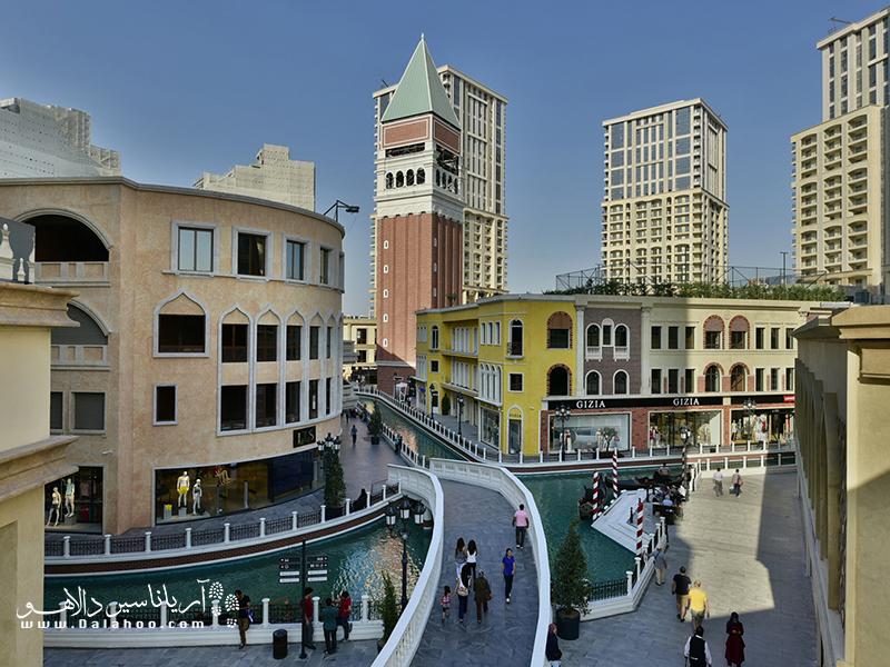 در میدان سن مارکوی ونیزیا اوتلت امکان خرید از صدها برند معروف فراهم است.