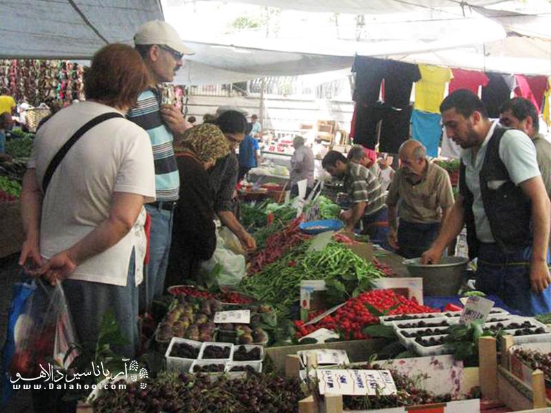 جمعه بازار فیندیک زاده یکی از بازارهای محلی معروف استانبول است.