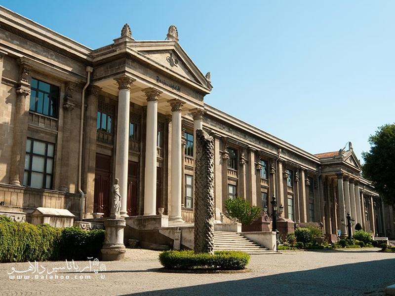 ساختمان اصلی موزههای باستانشناسی استانبول.