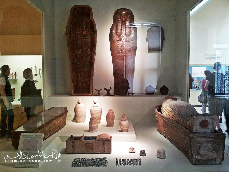 در موزه آثار شرق کلکسیونی از آثار به جا مانده از شرق باستان را خواهید دید. تابوتهای مصر باستان از جذابیتهای این موزه هستند.