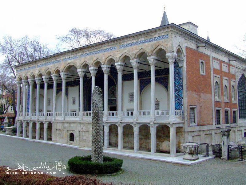 قصر موزه کاشی از قدیمیترین قصرهای دوران عثمانی است.