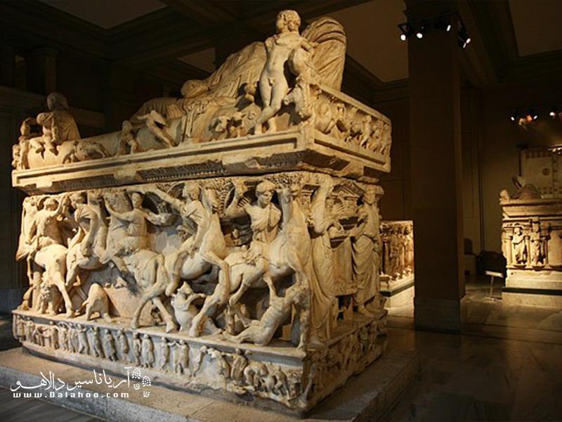 مجسمههای موزه باستان شناسی استانبول در ساختمان اصلی