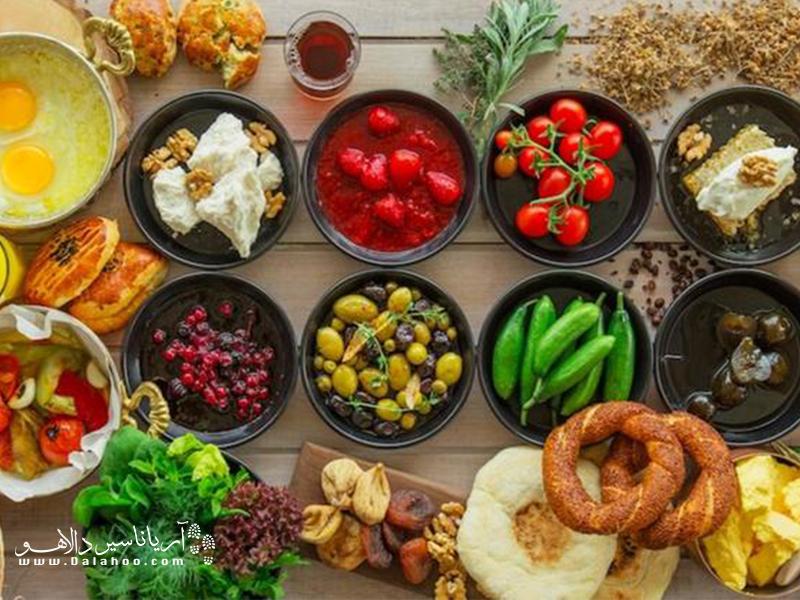 هیچ جای دنیا مانند صبحانه مفصل و لذیذ ترکی نمیتوان پیدا کرد. صبحانه مهمترین وعده غذایی مردم ترکیه است.