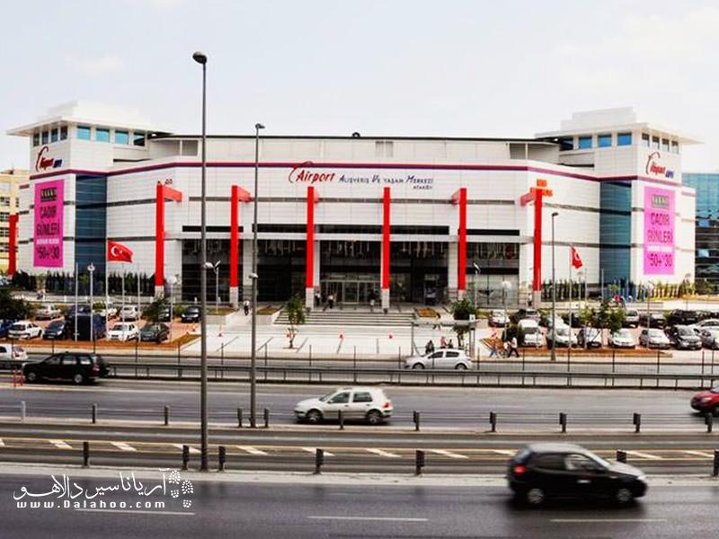 این اوتلت در منطقهی اتاکوی استانبول واقع شده است و برای رفتن به تمام محوطههای اطرف آن سرویس رفت و برگشت وجود دارد